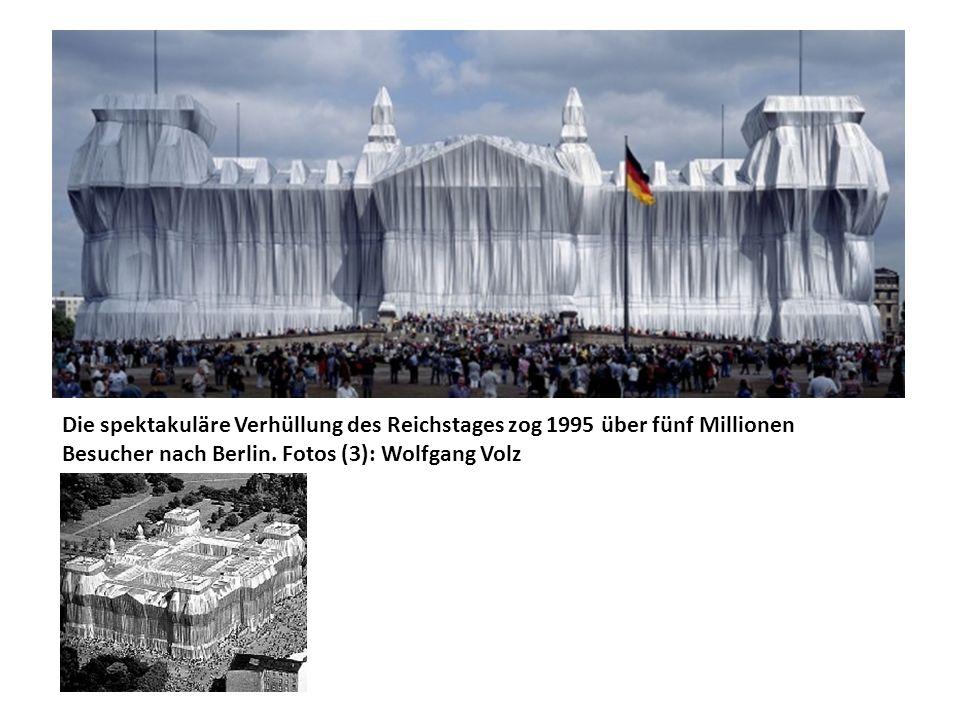 Die spektakuläre Verhüllung des Reichstages zog 1995 über fünf Millionen Besucher nach Berlin.