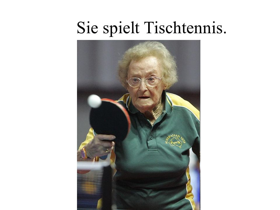 Sie spielt Tischtennis.