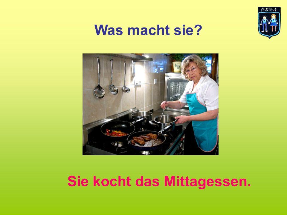 Was macht sie Sie kocht das Mittagessen.