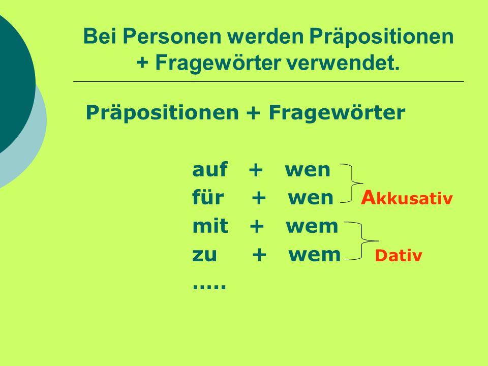 Bei Personen werden Präpositionen + Fragewörter verwendet.