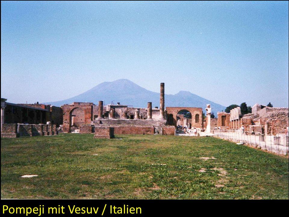 Pompeji mit Vesuv / Italien