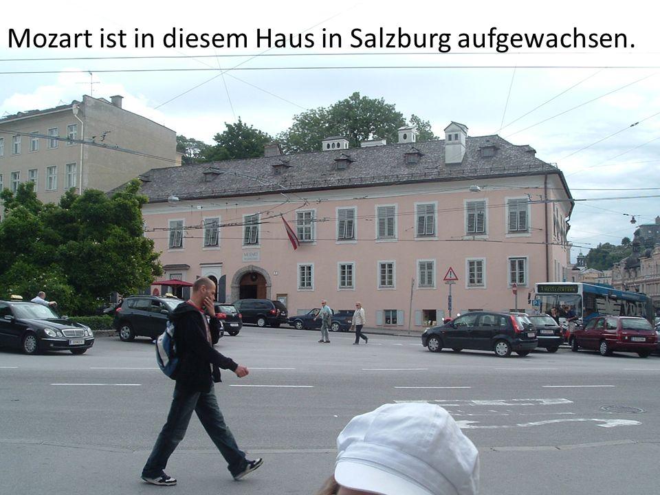 Mozart ist in diesem Haus in Salzburg aufgewachsen.