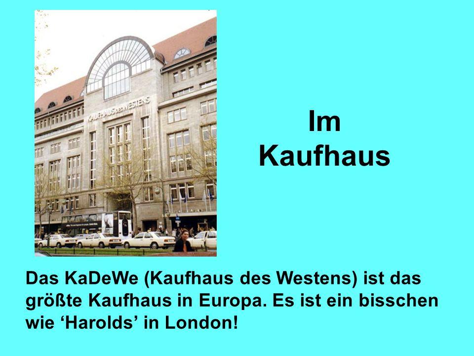 Im Kaufhaus Das KaDeWe (Kaufhaus des Westens) ist das größte Kaufhaus in Europa.