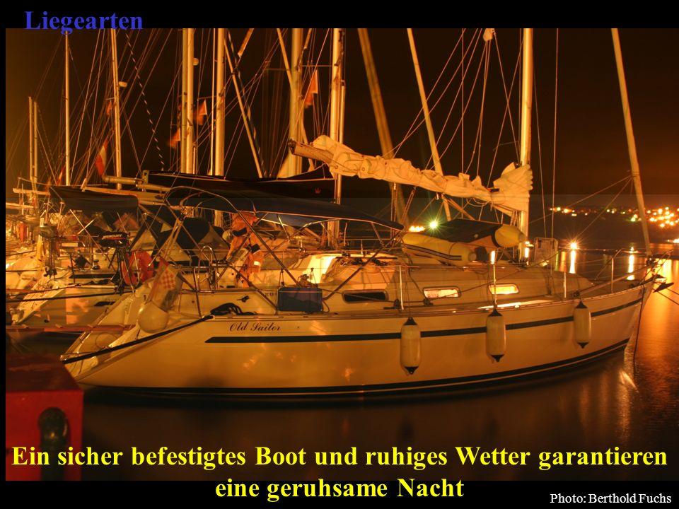 Liegearten Ein sicher befestigtes Boot und ruhiges Wetter garantieren eine geruhsame Nacht. Bertram Birk 2005/2009.