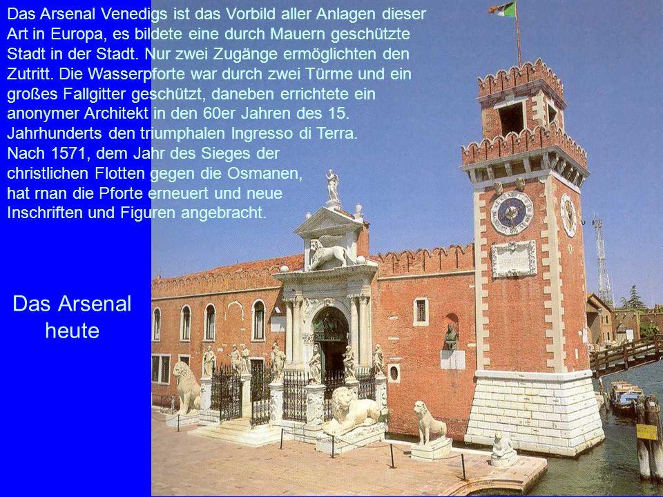 Das Arsenal Venedigs ist das Vorbild aller Anlagen dieser Art in Europa, es bildete eine durch Mauern geschützte Stadt in der Stadt. Nur zwei Zugänge ermöglichten den Zutritt. Die Wasserpforte war durch zwei Türme und ein großes Fallgitter geschützt, daneben errichtete ein anonymer Architekt in den 60er Jahren des 15. Jahrhunderts den triumphalen lngresso di Terra.