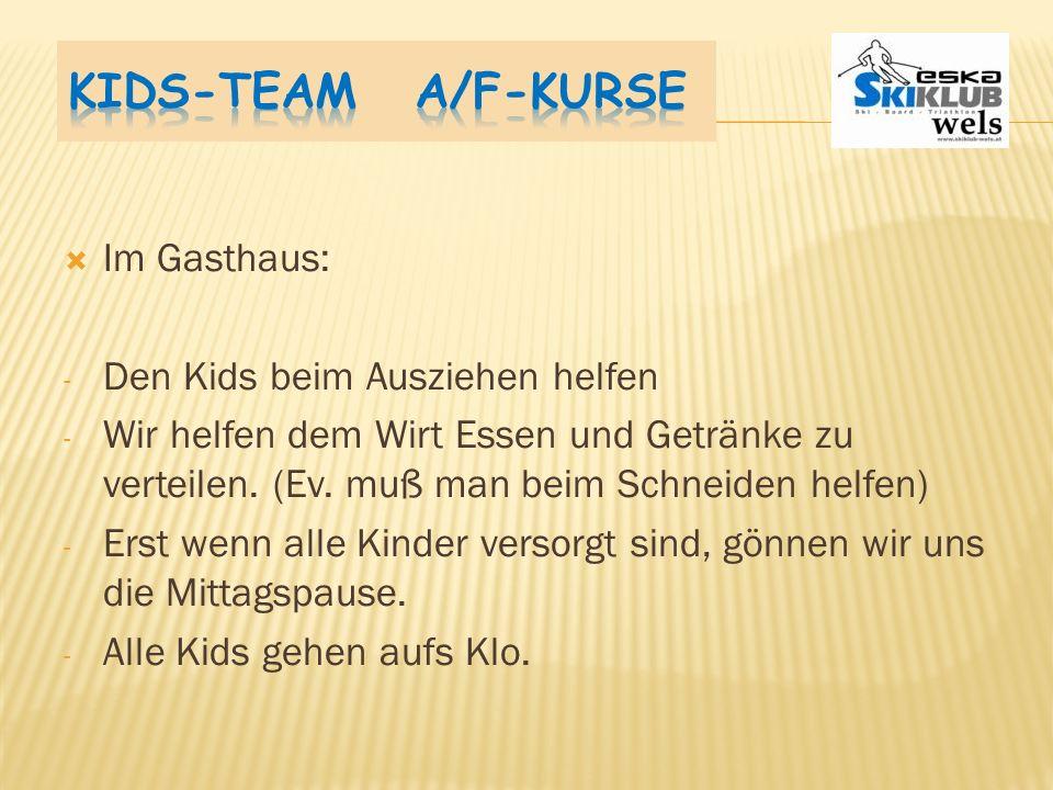 Kids-Team A/F-Kurse Im Gasthaus: Den Kids beim Ausziehen helfen