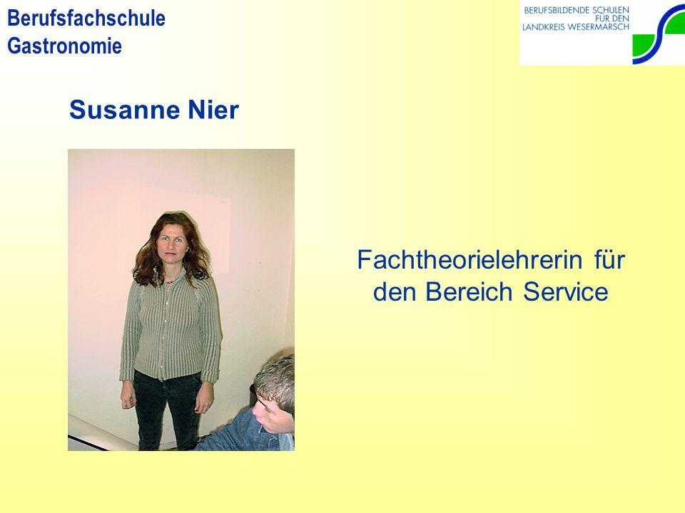 Fachtheorielehrerin für den Bereich Service