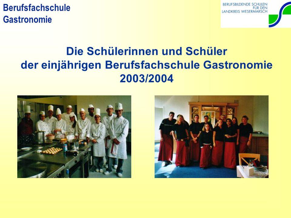 Die Schülerinnen und Schüler der einjährigen Berufsfachschule Gastronomie 2003/2004