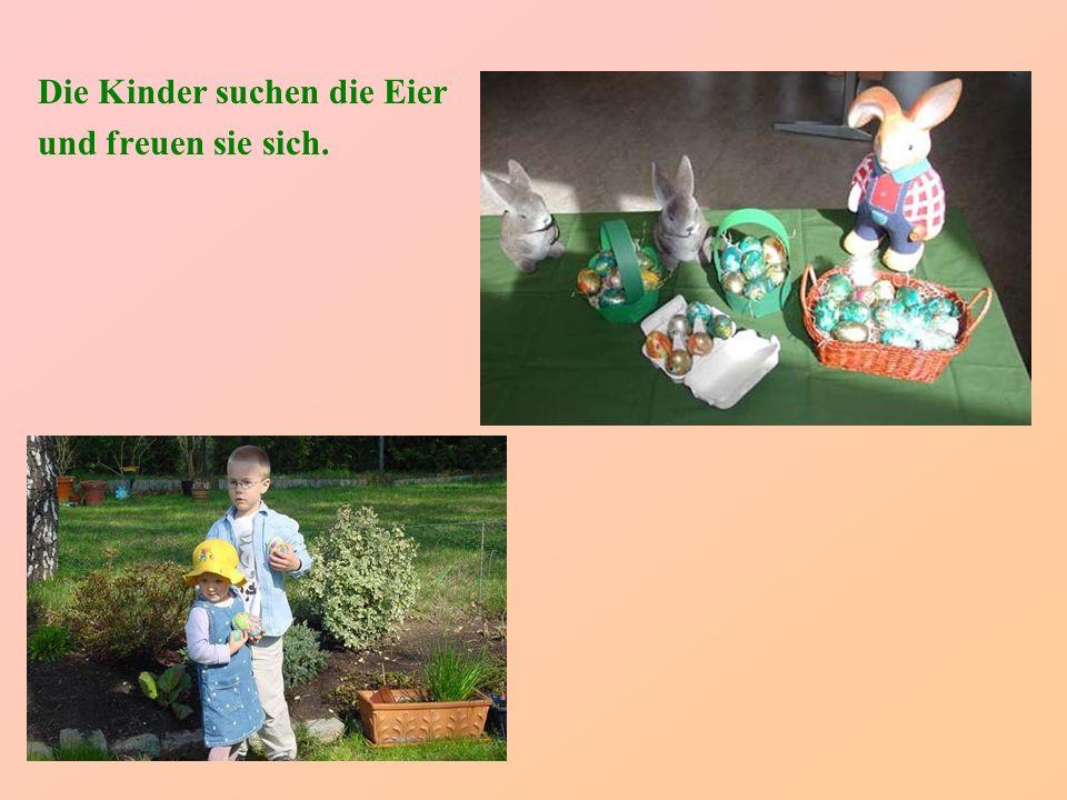 Die Kinder suchen die Eier
