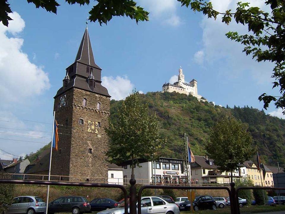 Braubach, am rechten Ufer des Rheins gelegen und ca