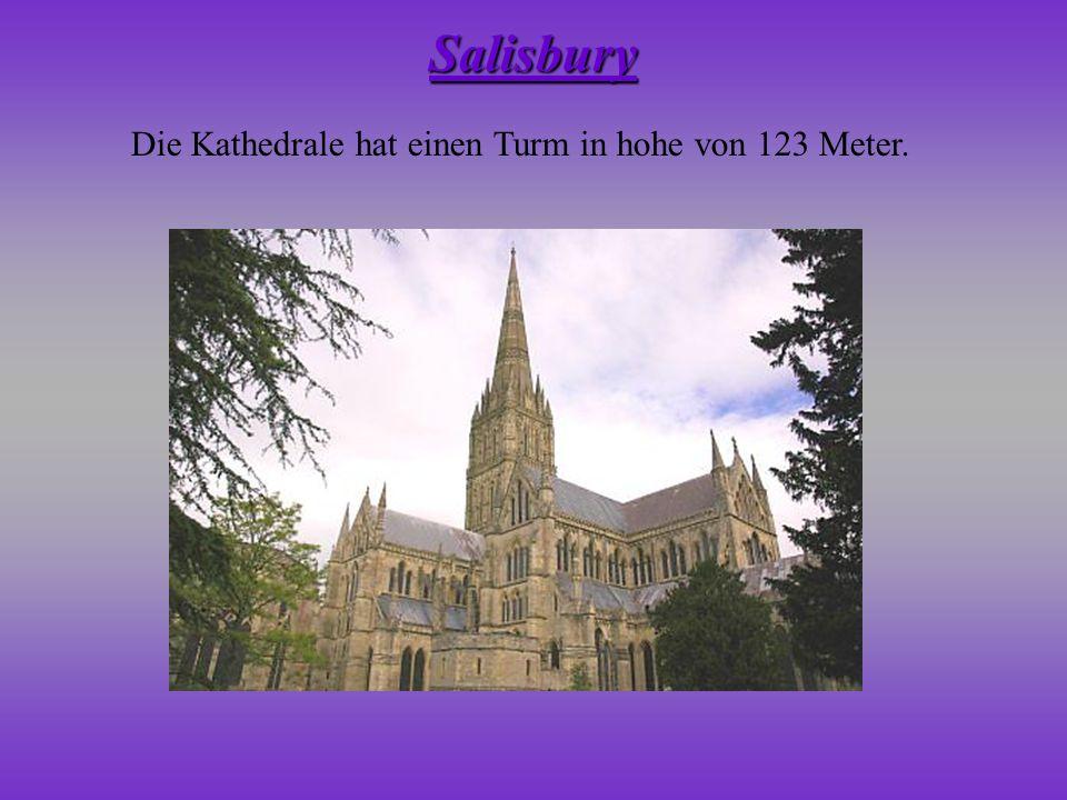 Salisbury Die Kathedrale hat einen Turm in hohe von 123 Meter.