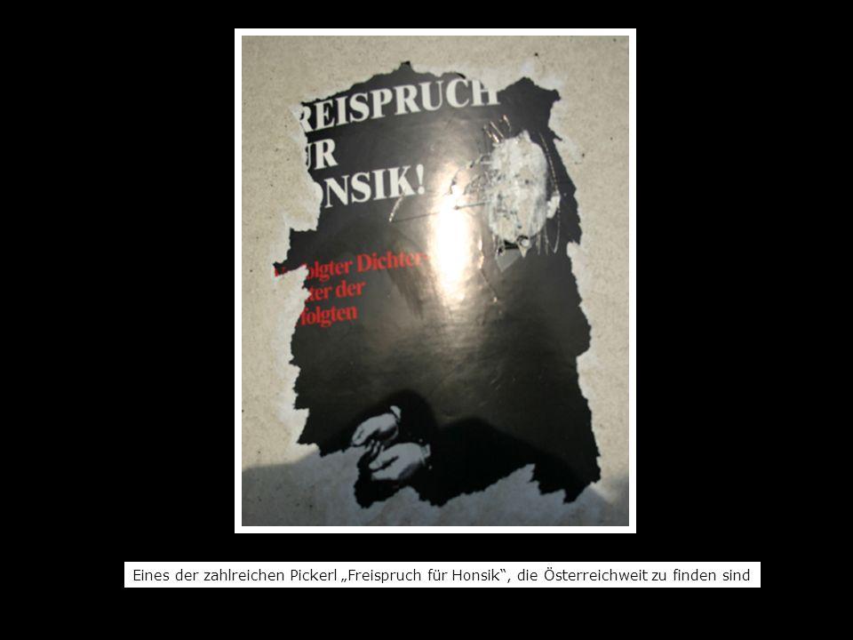 """Eines der zahlreichen Pickerl """"Freispruch für Honsik , die Österreichweit zu finden sind"""