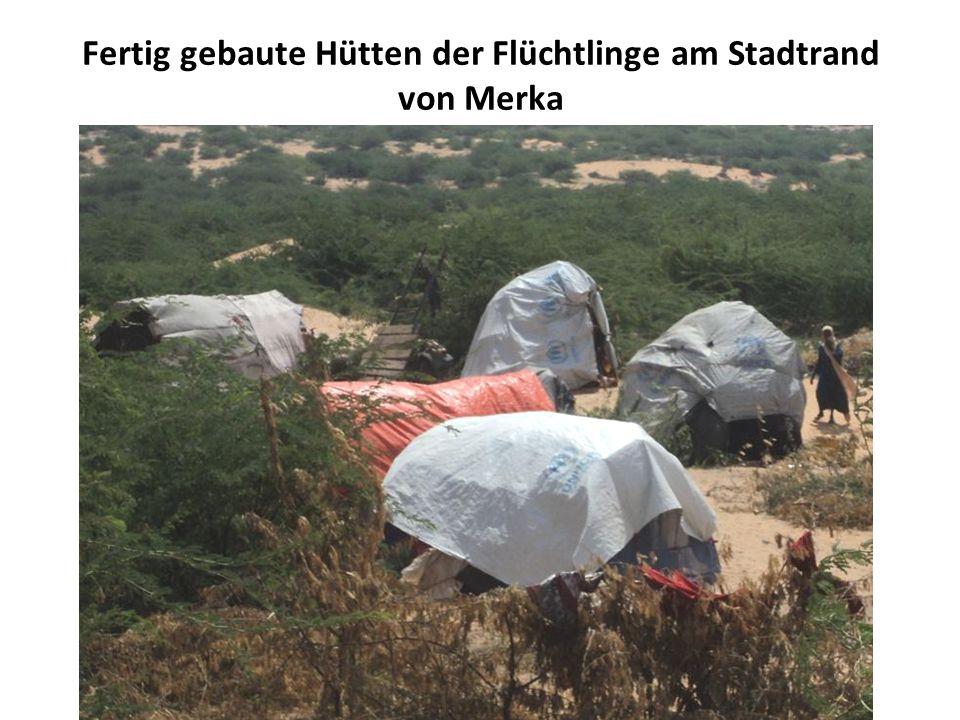 Fertig gebaute Hütten der Flüchtlinge am Stadtrand von Merka