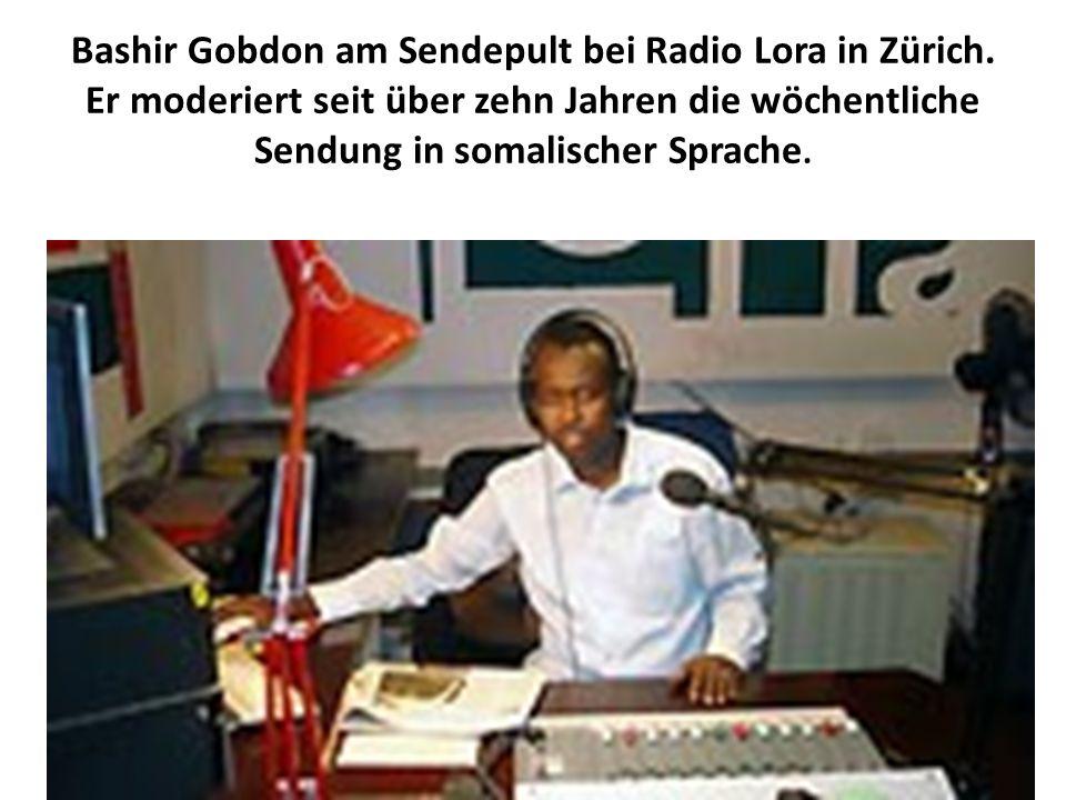 Bashir Gobdon am Sendepult bei Radio Lora in Zürich