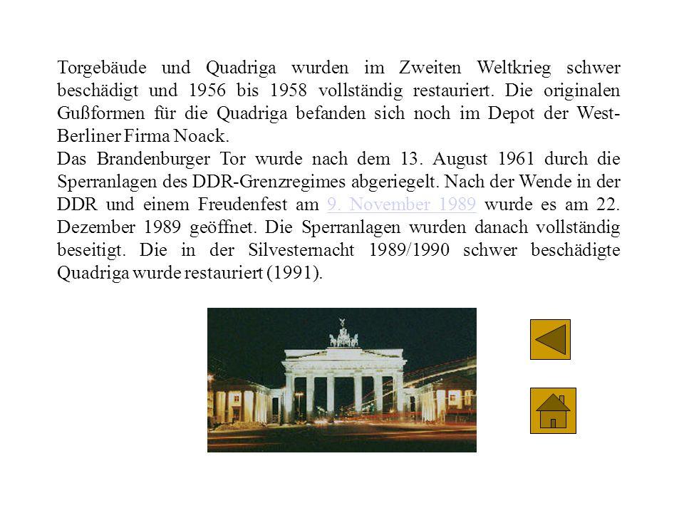 Torgebäude und Quadriga wurden im Zweiten Weltkrieg schwer beschädigt und 1956 bis 1958 vollständig restauriert. Die originalen Gußformen für die Quadriga befanden sich noch im Depot der West-Berliner Firma Noack.
