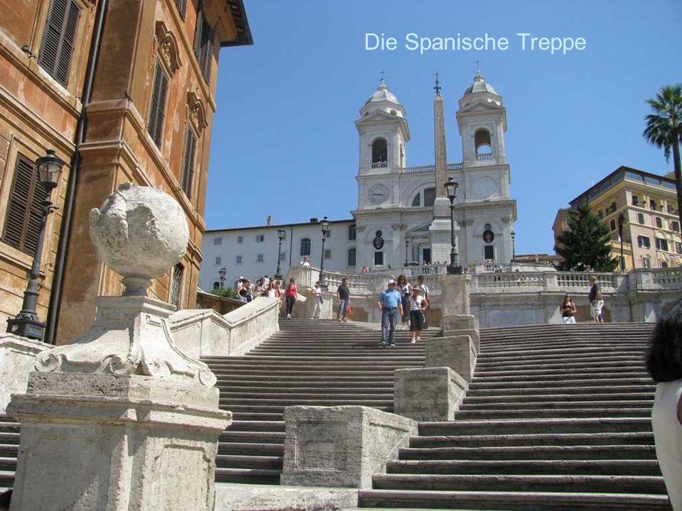 Die Spanische Treppe La Piazza di Spagna, einst Treffpunkt der Künstler, Literaten, heute der Touristen.