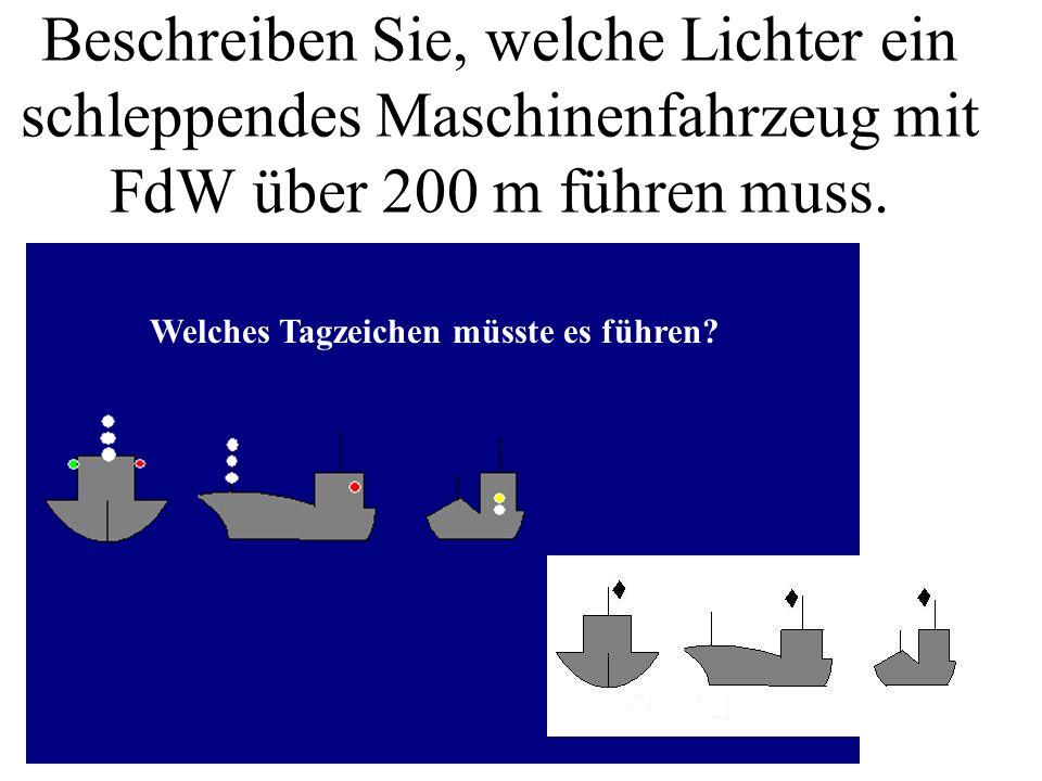 Beschreiben Sie, welche Lichter ein schleppendes Maschinenfahrzeug mit FdW über 200 m führen muss.