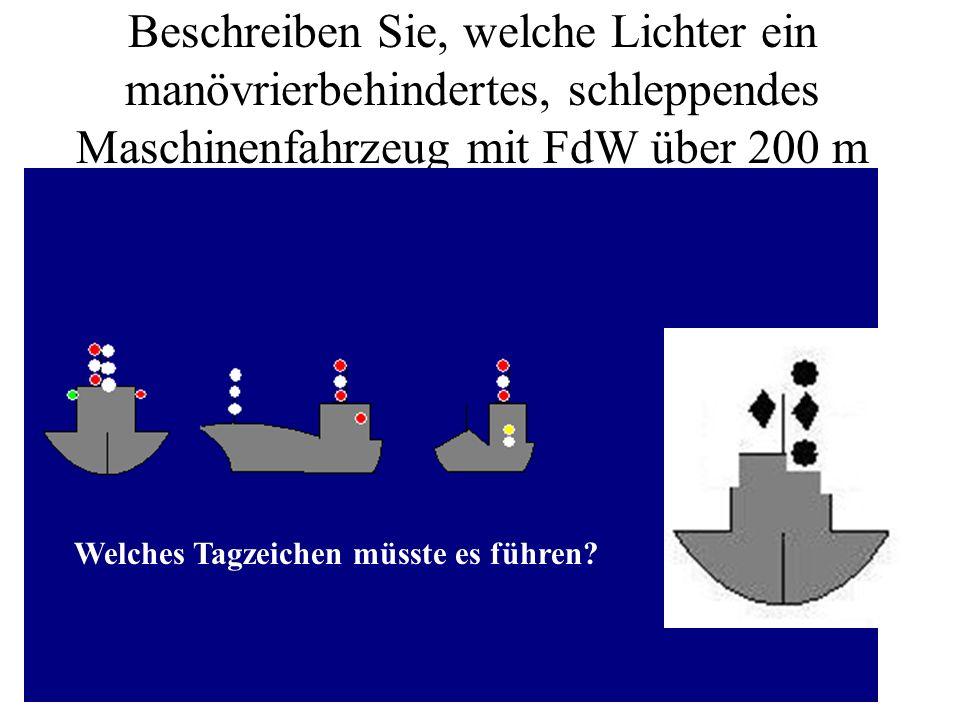 Beschreiben Sie, welche Lichter ein manövrierbehindertes, schleppendes Maschinenfahrzeug mit FdW über 200 m führen muss.