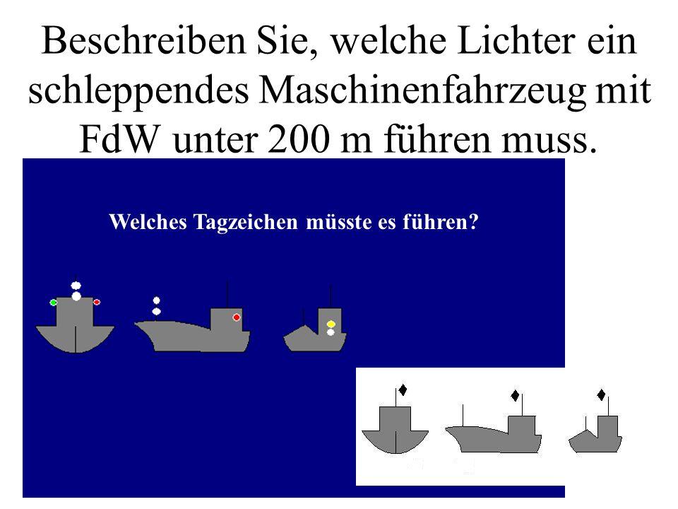 Beschreiben Sie, welche Lichter ein schleppendes Maschinenfahrzeug mit FdW unter 200 m führen muss.