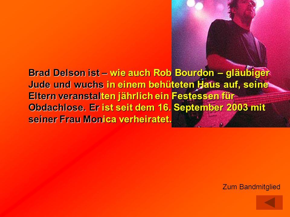 Brad Delson ist – wie auch Rob Bourdon – gläubiger Jude und wuchs in einem behüteten Haus auf, seine Eltern veranstalten jährlich ein Festessen für Obdachlose. Er ist seit dem 16. September 2003 mit seiner Frau Monica verheiratet.