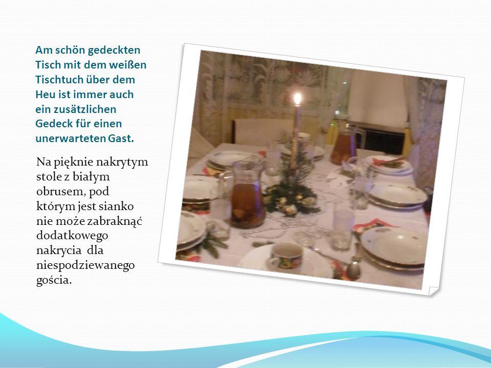 Am schön gedeckten Tisch mit dem weißen Tischtuch über dem Heu ist immer auch ein zusätzlichen Gedeck für einen unerwarteten Gast.