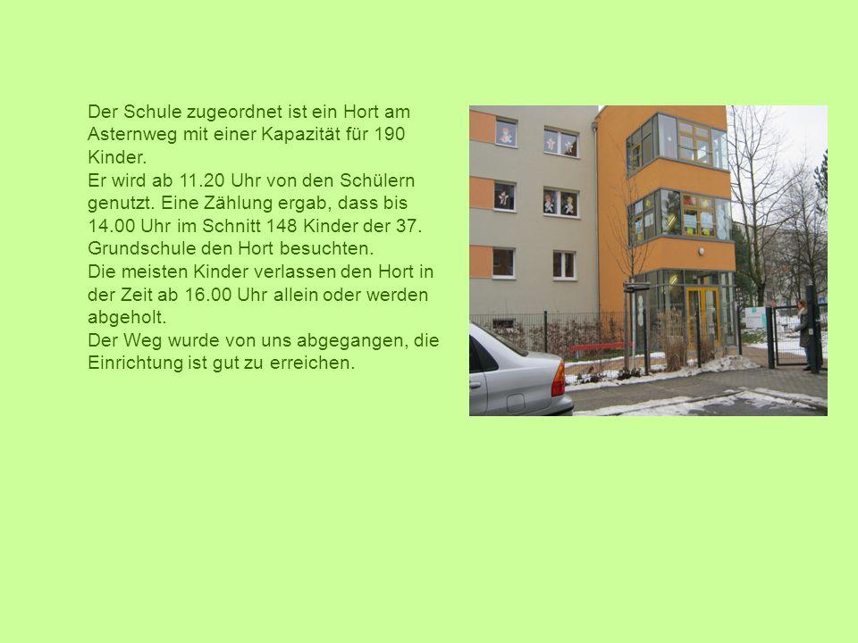 Der Schule zugeordnet ist ein Hort am Asternweg mit einer Kapazität für 190 Kinder.