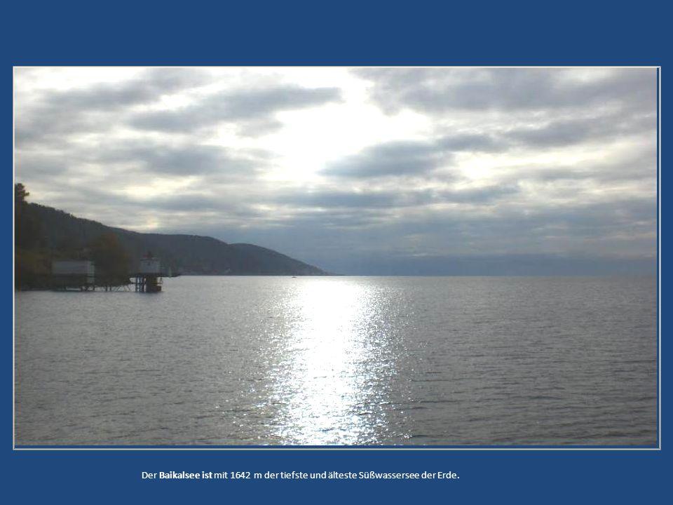 Der Baikalsee ist mit 1642 m der tiefste und älteste Süßwassersee der Erde.