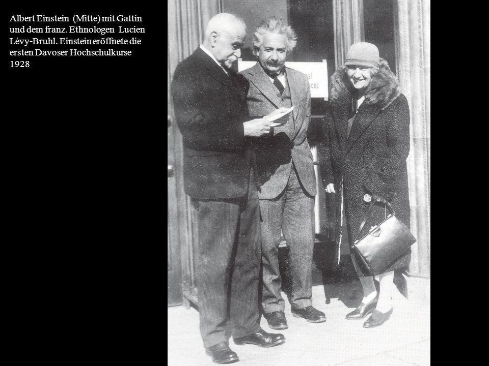 Albert Einstein (Mitte) mit Gattin