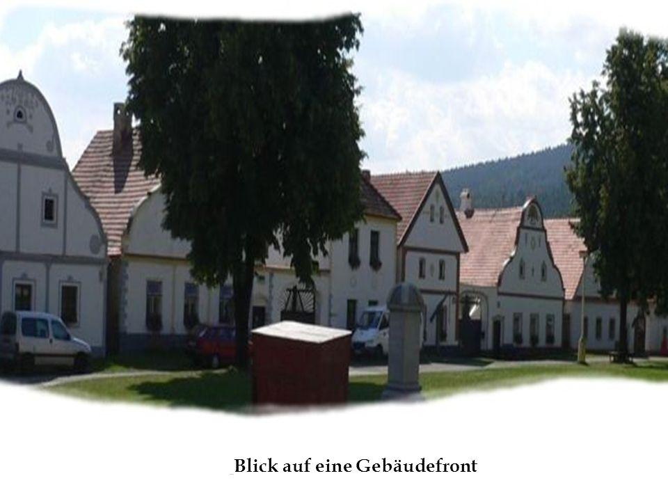 Blick auf eine Gebäudefront