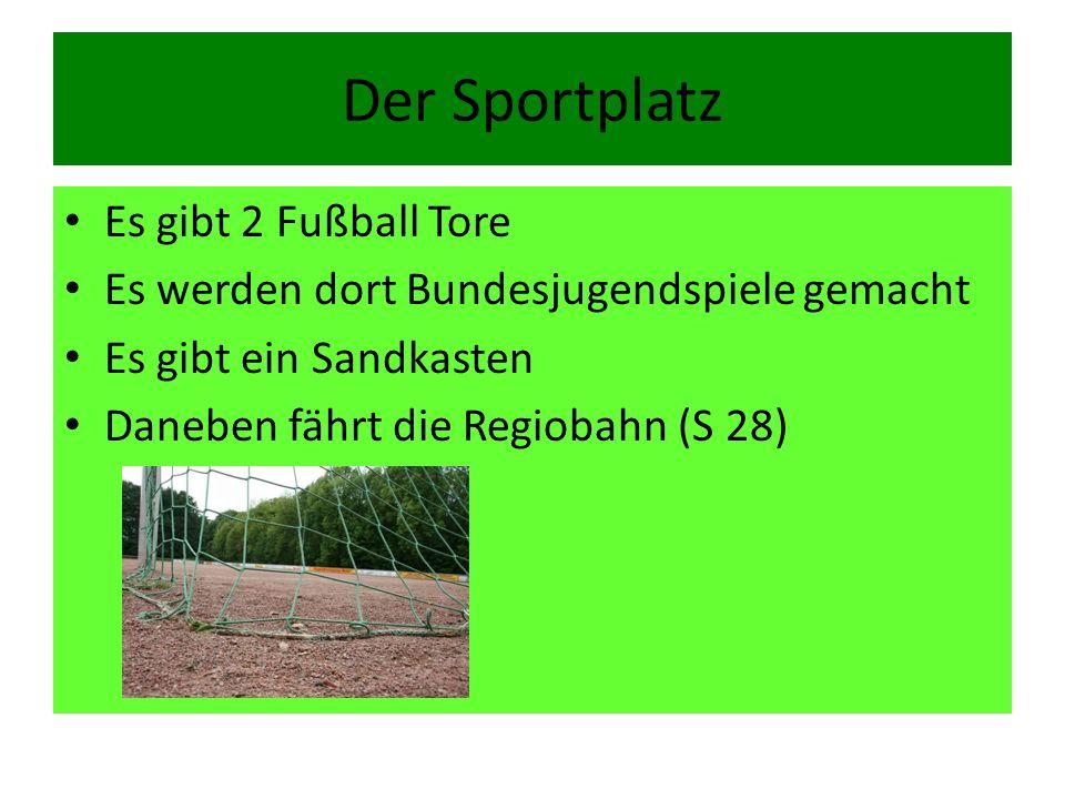 Der Sportplatz Es gibt 2 Fußball Tore
