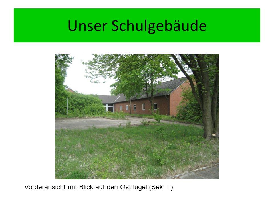 Unser Schulgebäude Vorderansicht mit Blick auf den Ostflügel (Sek. I )