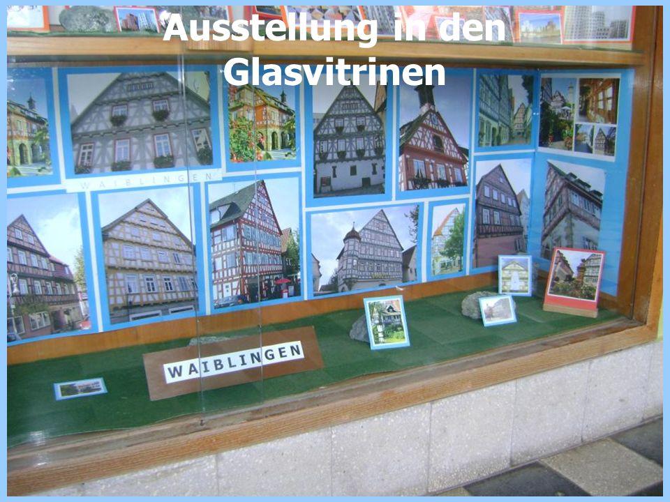 Ausstellung in den Glasvitrinen