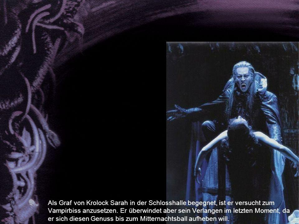 Als Graf von Krolock Sarah in der Schlosshalle begegnet, ist er versucht zum Vampirbiss anzusetzen.