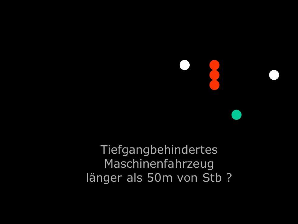 Tiefgangbehindertes Maschinenfahrzeug länger als 50m von Stb