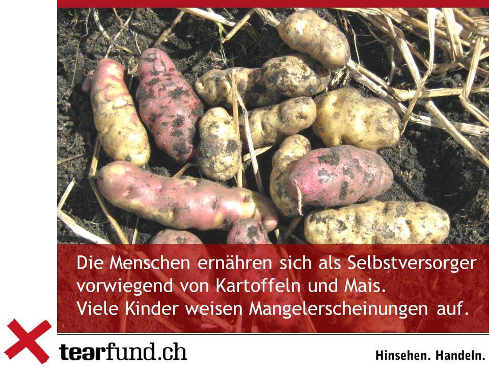 Die Menschen ernähren sich als Selbstversorger vorwiegend von Kartoffeln und Mais.