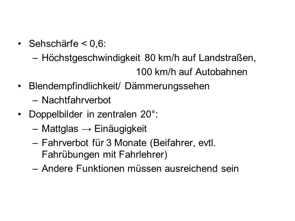 Sehschärfe < 0,6: Höchstgeschwindigkeit 80 km/h auf Landstraßen, 100 km/h auf Autobahnen. Blendempfindlichkeit/ Dämmerungssehen.