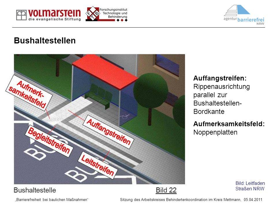Bushaltestellen Auffangstreifen: Rippenausrichtung parallel zur Bushaltestellen-Bordkante. Aufmerksamkeitsfeld: Noppenplatten.