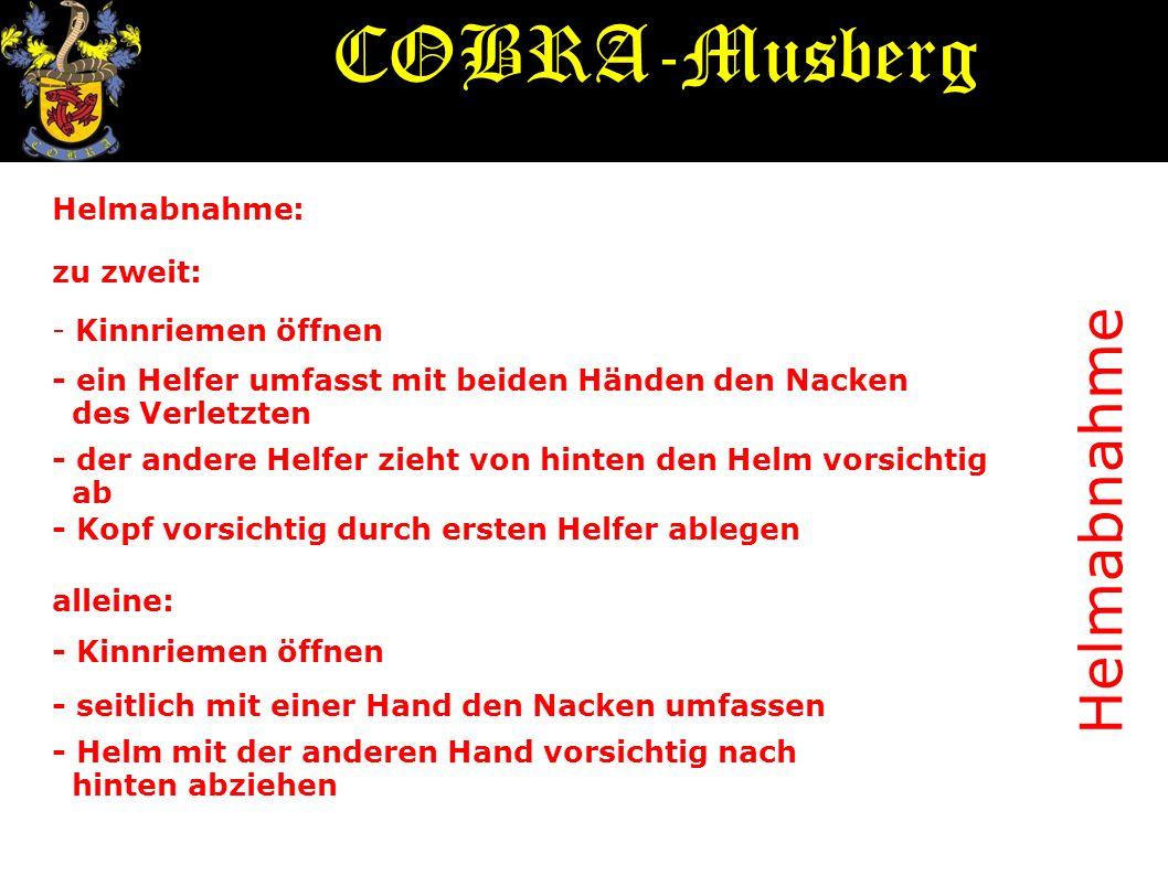 COBRA-Musberg Helmabnahme Helmabnahme: zu zweit: - Kinnriemen öffnen