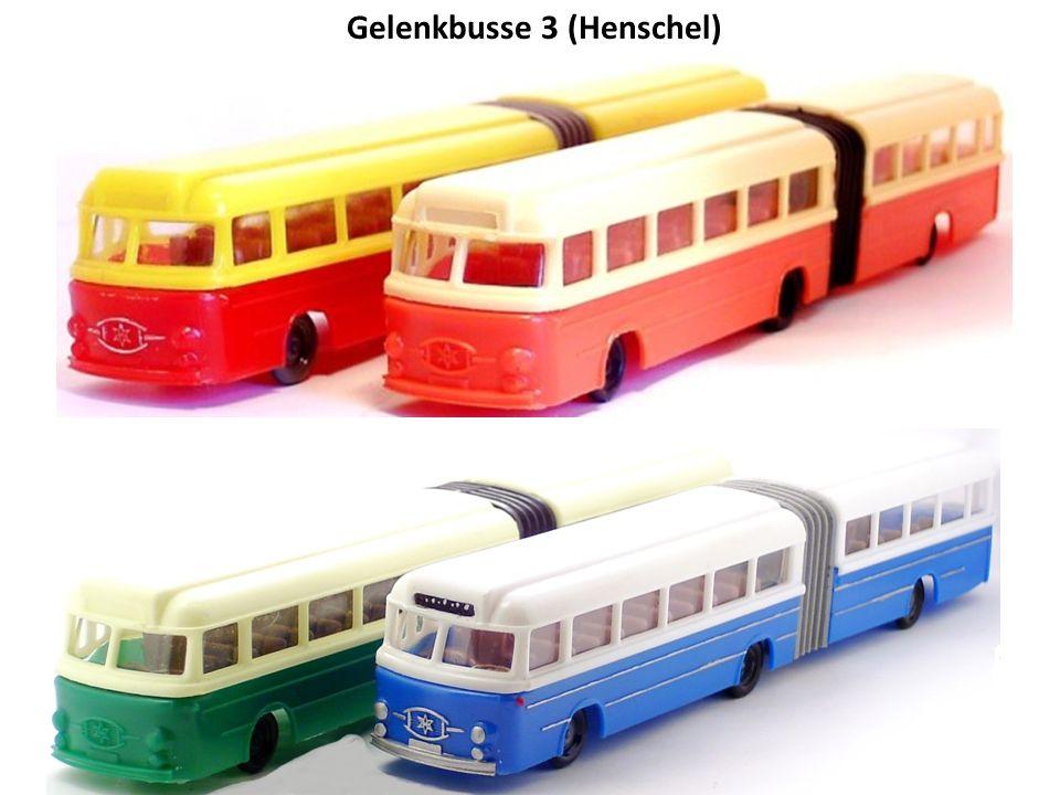 Gelenkbusse 1 Frontansicht des Büssing mit Aufschrift des Karosserieherstellers Gaubschat. Frontansicht mit Henschel Symbol.