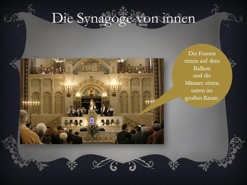 Die Synagoge von innen Die Frauen sitzen auf dem Balkon