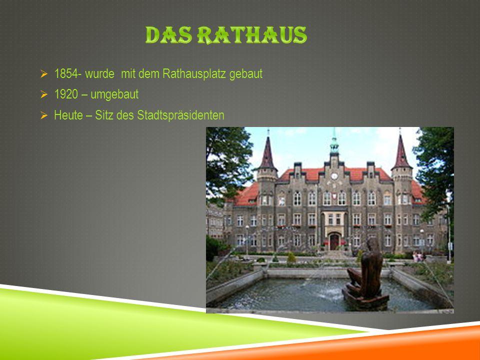 Das Rathaus 1854- wurde mit dem Rathausplatz gebaut 1920 – umgebaut