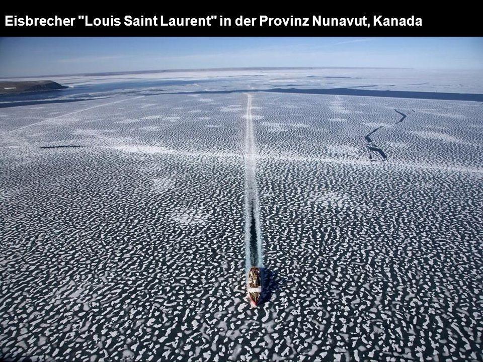Eisbrecher Louis Saint Laurent in der Provinz Nunavut, Kanada