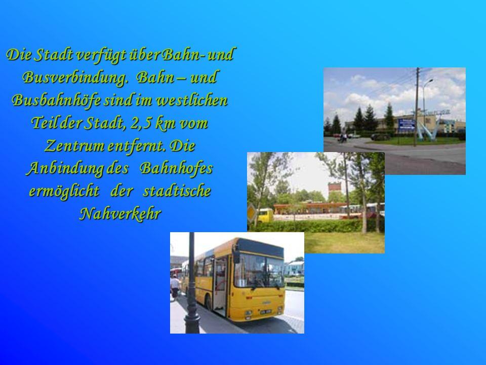 Die Stadt verfügt über Bahn- und Busverbindung