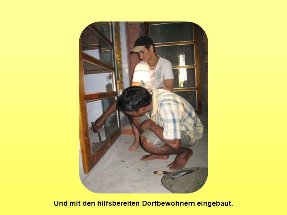Und mit den hilfsbereiten Dorfbewohnern eingebaut.