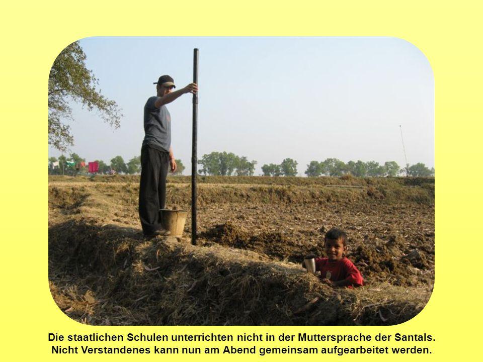 Die staatlichen Schulen unterrichten nicht in der Muttersprache der Santals.