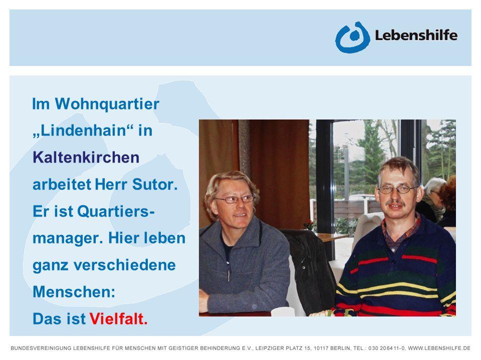 """Im Wohnquartier""""Lindenhain in. Kaltenkirchen. arbeitet Herr Sutor. Er ist Quartiers- manager. Hier leben."""