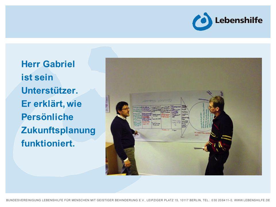 Herr Gabriel ist sein Unterstützer. Er erklärt, wie Persönliche Zukunftsplanung funktioniert.