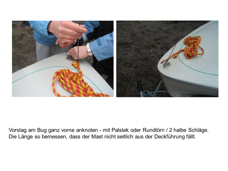 Vorstag am Bug ganz vorne anknoten - mit Palstek oder Rundtörn / 2 halbe Schläge.