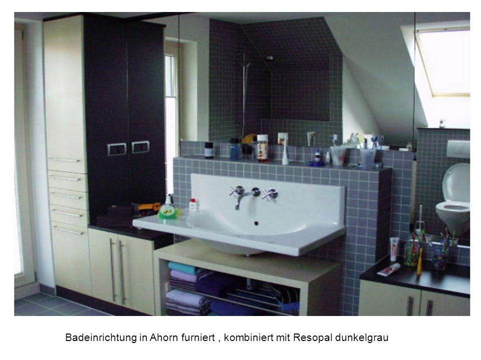 Badeinrichtung in Ahorn furniert , kombiniert mit Resopal dunkelgrau