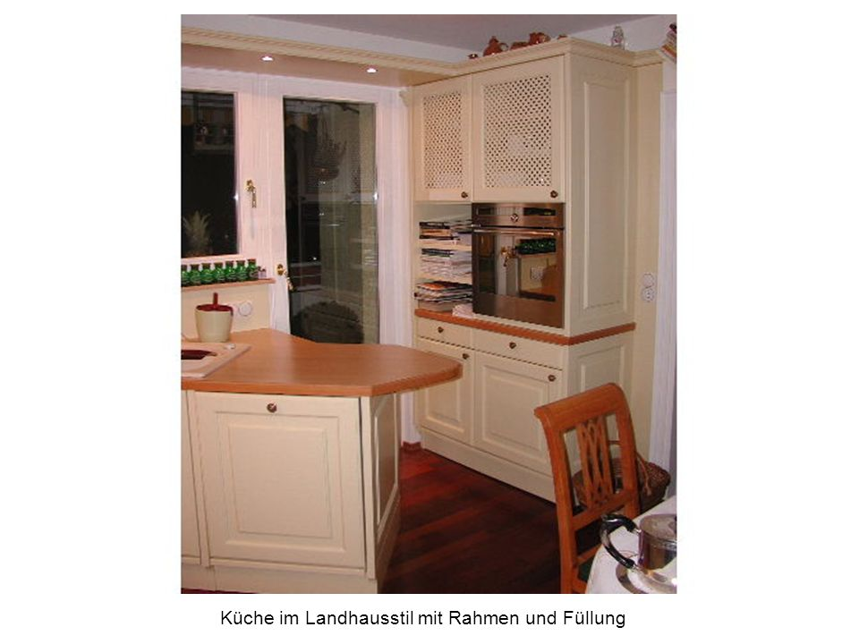 Küche im Landhausstil mit Rahmen und Füllung